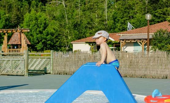 Camping dordogne avec piscine et pataugeoire espace - Camping dordogne avec piscine et lac ...
