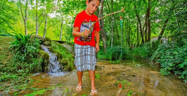 Camping familial étang de pêche